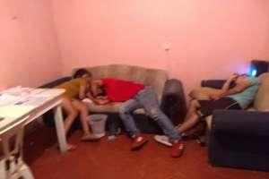 Sicarios matan a 3 jovencitos dentro de su propia casa, una mujer entre víctimas