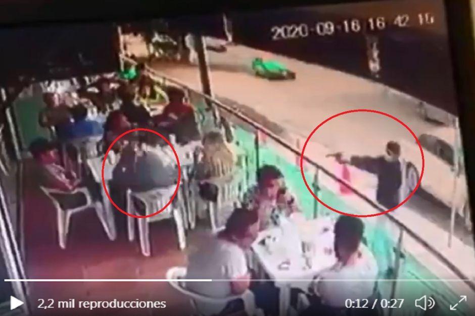 VIDEO: Captan momento en que sicario asesina a hombre que comía en restaurante