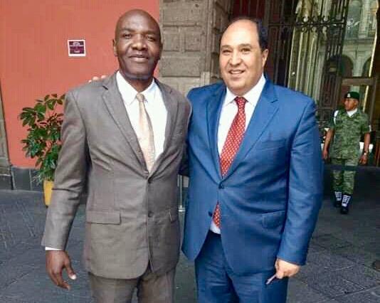 Wilner Metelus con Lázaro Cárdenas, asesor de AMLO.
