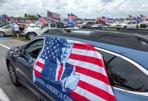 Miles de latinos salen a las calles de Miami para apoyar a Trump