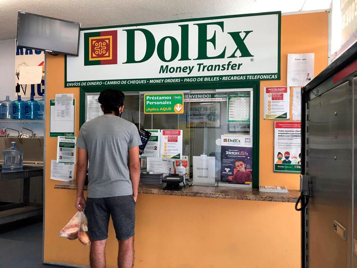Inmigrantes en EEUU mandan cifras récord en remesas pese a golpe de COVID-19