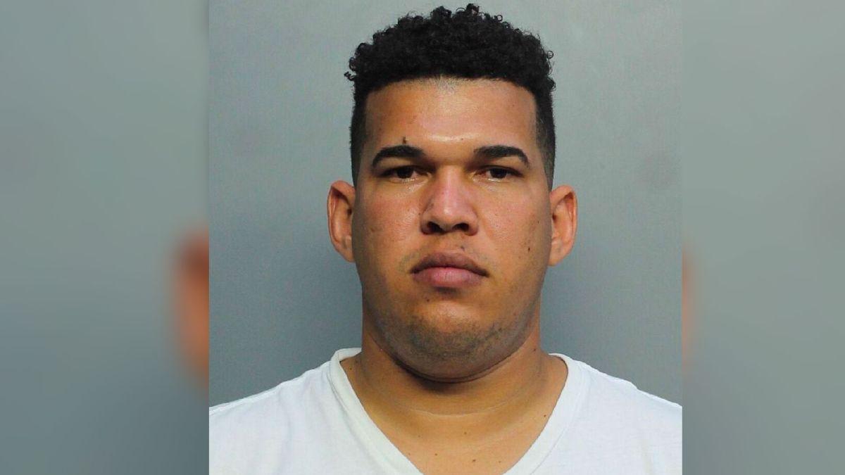 Se entrega el principal sospechoso, un joven latino, de un tiroteo mortal en una barbería de Miami