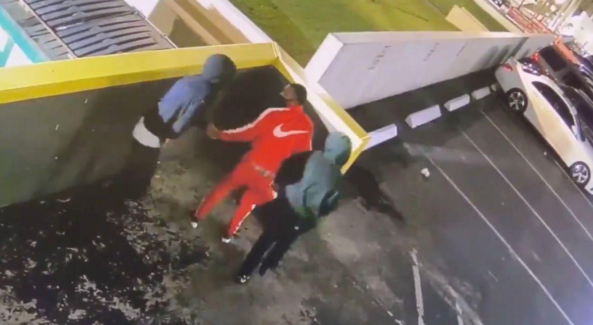 Tres hombres asaltaron al turista que había viajado desde Chicago para pasar el Labor Day Weekend en el sur de Florida.