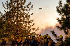 Bomberos avanzan a un 62% de contención del incendio Bobcat Fire de Los Ángeles