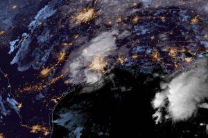 Tormenta Beta avanza al interior de Texas por Houston con fuertes lluvias e inundaciones