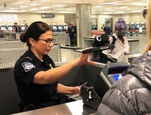 Administración Trump impulsa límites para visas de negocios
