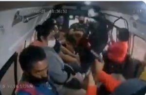 VIDEO: Asaltante mata a joven pasajero en el Estado de México