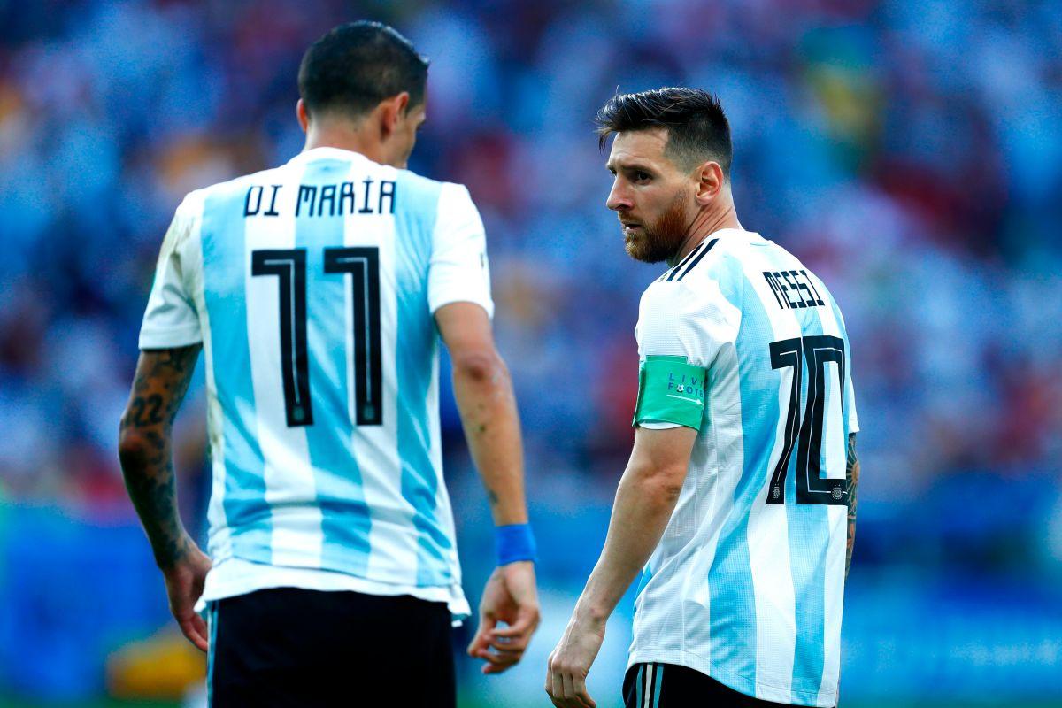 Ángel Di María al lado de Leo Messi en la selección argentina.
