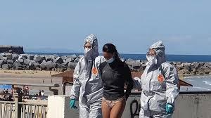 Surfista, enferma de Covid-19, es arrestada al salir del agua por no respetar la cuarentena
