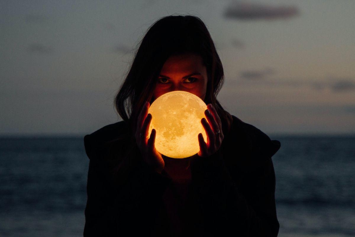 Qué tipo de Luna eres y cómo influye en tu personalidad, según tu mes de nacimiento