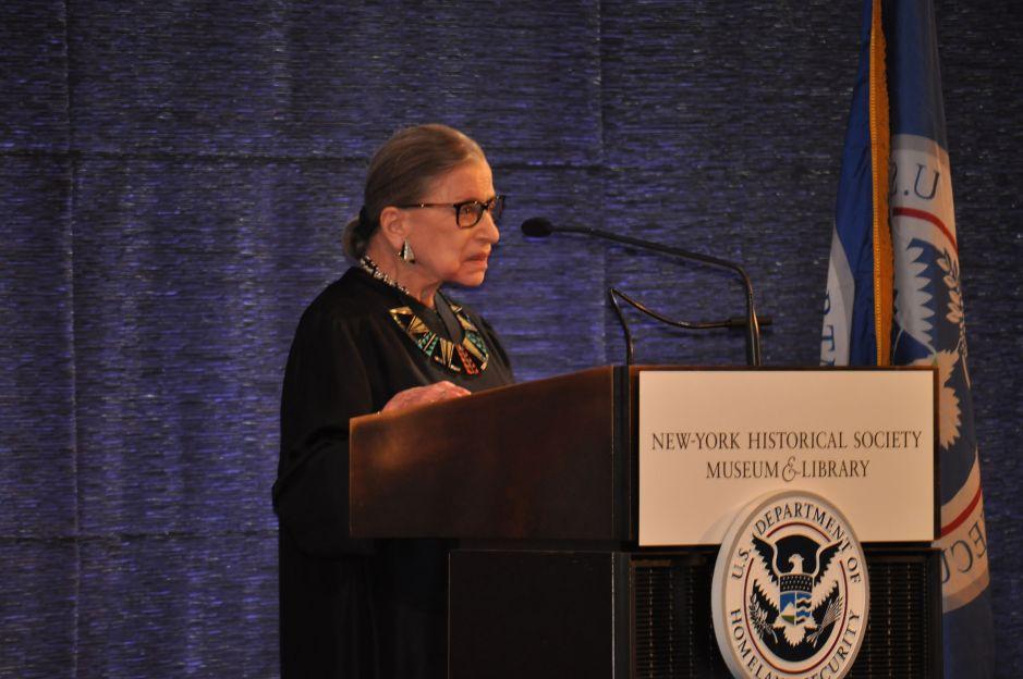 Políticos de Nueva York honran memoria de jueza Ruth Bader Ginsburg, nativa de Brooklyn