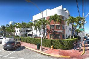 Miami Beach obliga a quitar un cartel de apoyo a George Floyd en un hotel