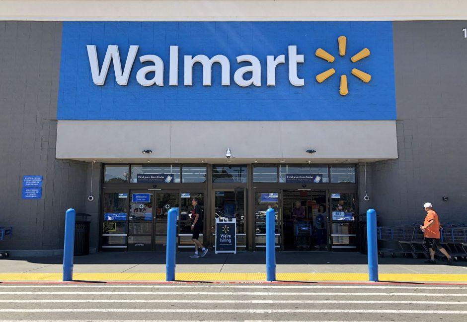 El tiroteo mortal en un Walmart de un barrio hispano de Miami se pudo deber a una disputa sobre el distanciamiento social