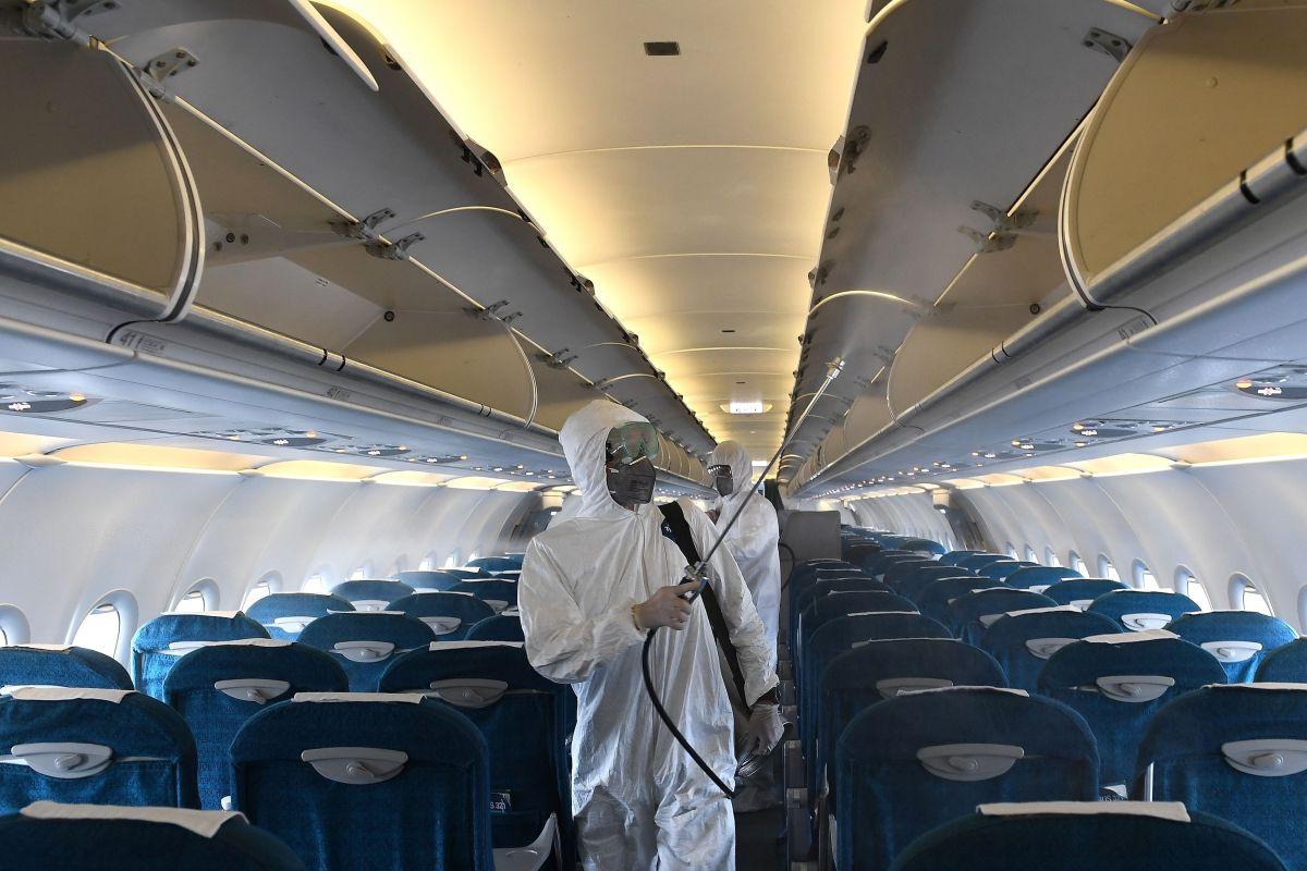 Quería viajar pero el miedo al Covid se lo impedía, así que compró todos los pasajes del avión para viajar solo