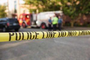 Al menos 2 lesionados deja un carro que se lanzó contra manifestantes en Yorba Linda