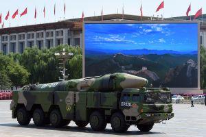 China simula en video como destruiría una base militar estadounidense con misiles