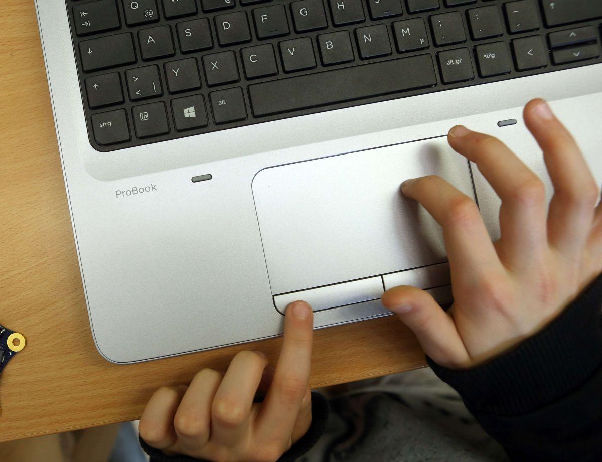 La Comisión Federal de Comunicaciones aprobó $3,2000 millones para subsidiar facturas de internet de los más pobres