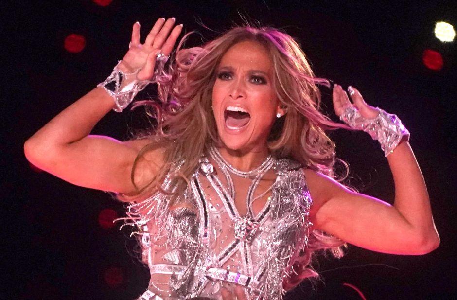 Jennifer López desata polémica por llamarse 'la negrita del Bronx' en nueva canción con Maluma