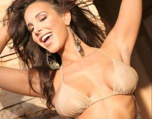 A sus 40 años, Mayra Verónica seduce con sesión de fotos en ropa interior blanca
