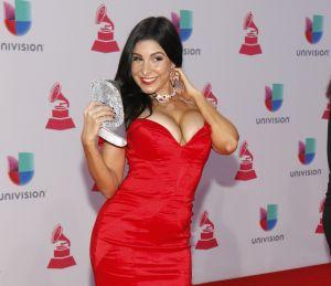 Mayra Verónica levanta suspiros con un pequeño bikini rojo