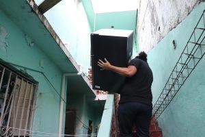 Migrantes buscan vida digna fuera de albergue en Matamoros, Tamaulipas