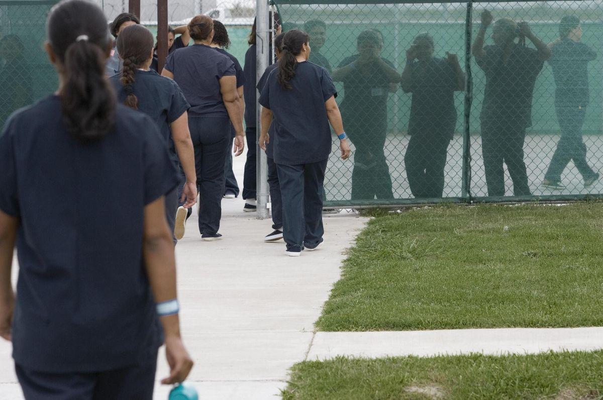 Congresistas piden a ICE que libere a inmigrantes que denunciaron maltratos de un ginecólogo