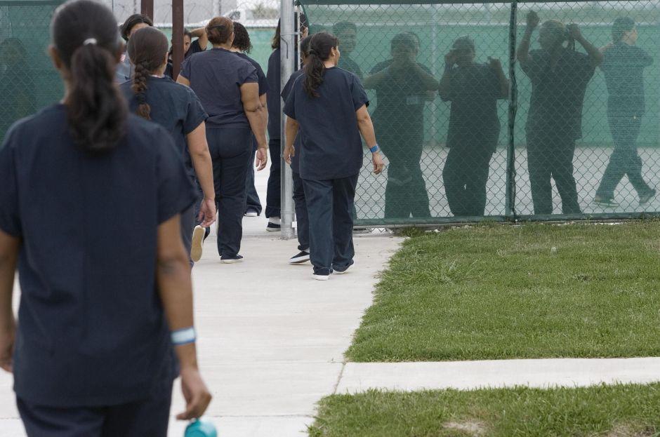 DHS deberá responder ante el Congreso a denuncias de extirpación de úteros en centro de detención de ICE