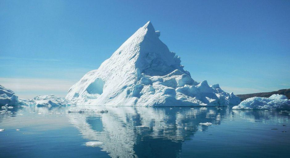 El momento en el que 2 exploradores casi son aplastados por un iceberg