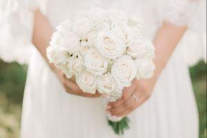 Novia sufre infarto en plena boda; lucha por su vida