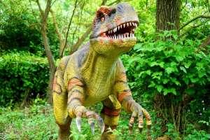 """La verdad detrás del video que asegura que laboratorio en China está """"clonando"""" dinosaurios"""