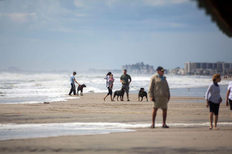 Instalan rampa en playa Torrance Beach para hacer más fácil el acceso de discapacitados