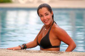 Sharis Cid rompe el silencio tras ser acusada de coquetearle en bikini a Arturo Peniche