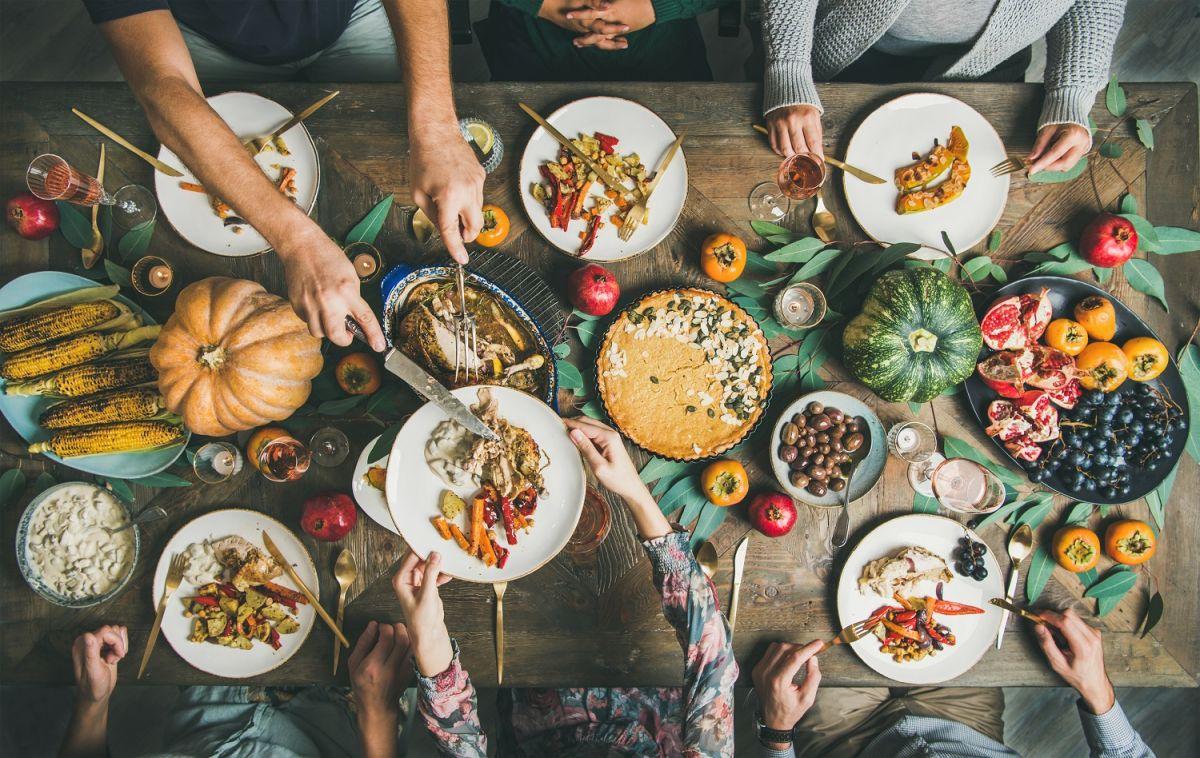 Para el Día de Acción de Gracias se recomienda celebrar solo con los miembros del hogar.