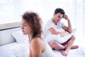 Pareja revela que tener citas con otras personas les hizo unirse más