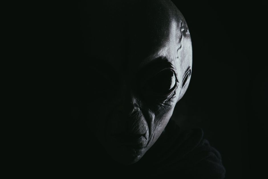 La espectacular transformación de un hombre que quiere convertirse en extraterrestre