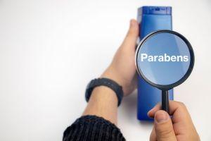 ¿Qué son los parabenos y por qué debemos evitar consumir productos sin ellos?