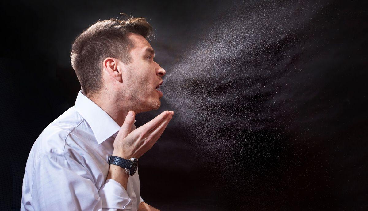Las partículas infectadas de COVID-19 pueden permanecer en el aire.
