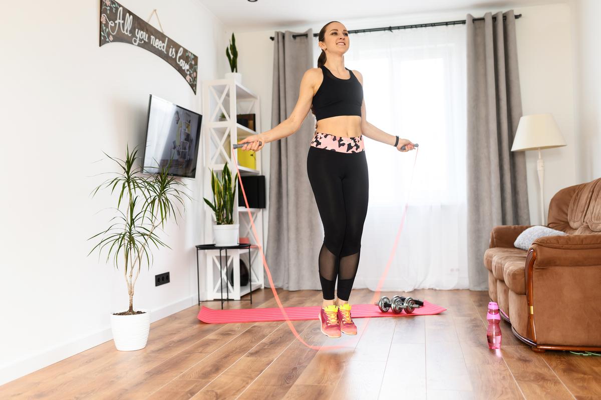Cuerdas de saltar: Los diseños que te ayudan a tener una efectiva sesión de cardio en casa