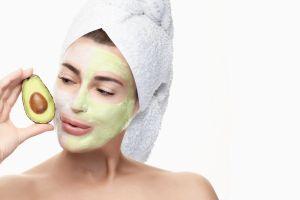 Los mejores tratamientos a base de aguacate para combatir las arrugas