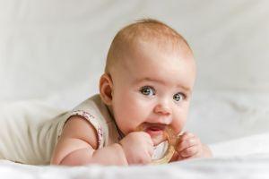 """Elige un nombre para su bebé con mensaje """"sorpresa"""", pero la familia no aprueba la decisión"""