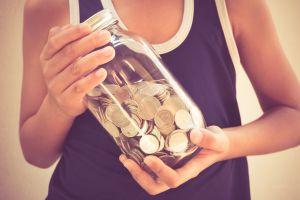 Niño ahorra dinero para invitar a cenar a su mamá una vez al mes por una asombrosa razón