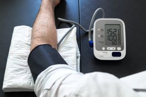 Los mejores tensiómetros que puedes tener en casa si sufres de hipertensión