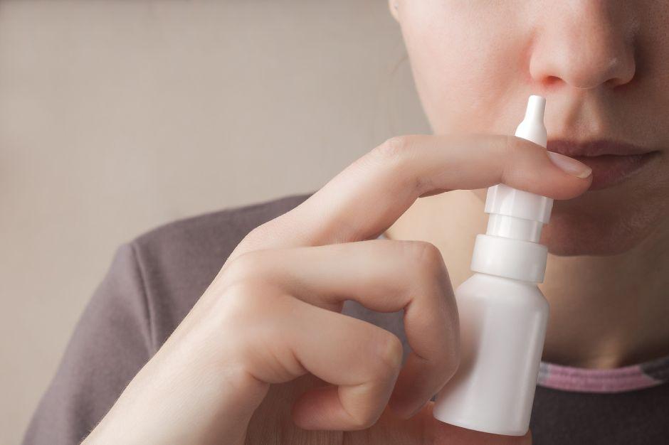 Cómo funciona el aerosol nasal que podría proteger contra el coronavirus