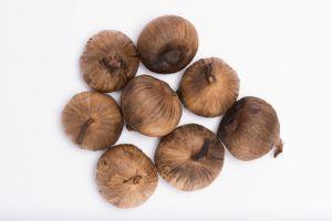 Estos son los 3 beneficios y propiedades curativas del ajo japonés