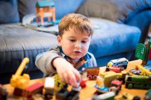 9 recomendaciones al dejar a tu hijo pequeño solo en casa