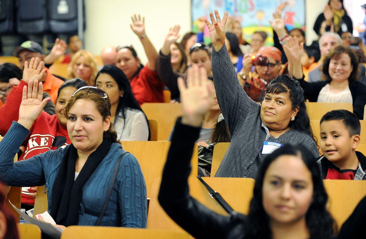 El involucramiento de padres en la educación pública tiene dos perspectivas opuestas