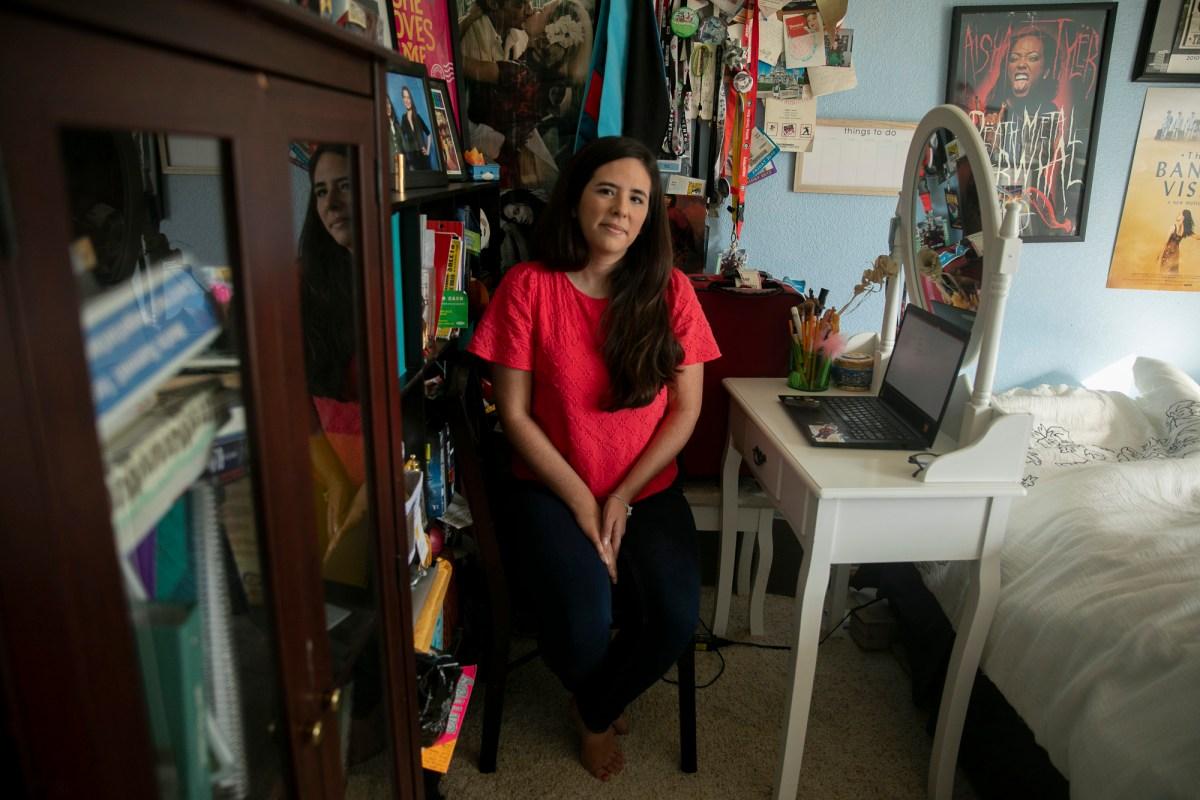 Sarah Rivas tuvo que regresar a vivir con sus padres.