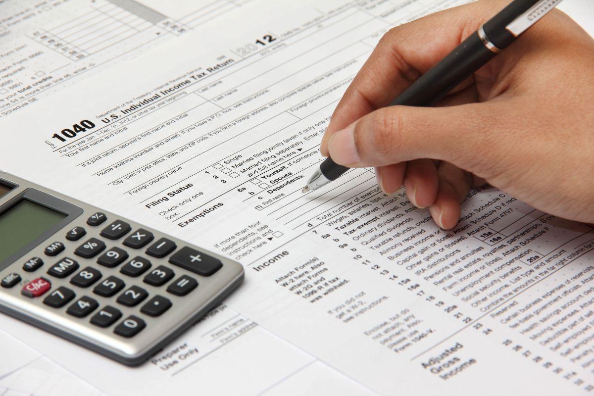 Qué pasa si usted debe declarar impuestos, no lo ha hecho, y aún no recibe cheque de estímulo