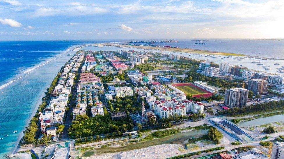 En Maldivas se construye una nueva ciudad para 240,000 personas.