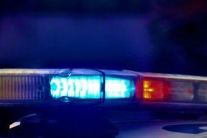 Piden despido de policía por arrodillarse sobre una embarazada